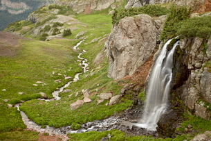 Porphyry Basin Waterfall, San Juan National Forest, Colorado'の写真素材 [FYI03775124]