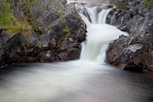 Rancheria Falls, Alaska Highway, Yukon Territoryの写真素材 [FYI03775501]