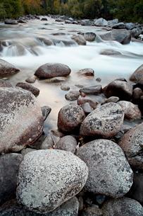 Cascades on the Little Susitna River, Hatcher Pass, Alaska'の写真素材 [FYI03775572]