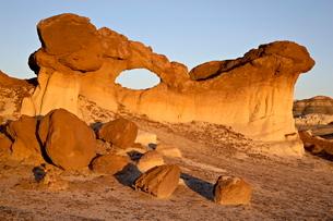 Bisti Arch, Bisti Wilderness, New Mexico'の写真素材 [FYI03775844]