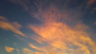 夕焼け雲の写真素材 [FYI03775895]