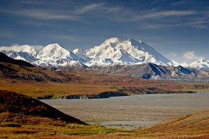 Mount McKinley in the fall, Denali National Park and Preserve, Alaska'の写真素材 [FYI03775917]