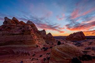Orange clouds over sandstone cones, Coyote Buttes Wilderness, Vermilion Cliffs National Monument, Arの写真素材 [FYI03776319]
