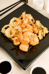 Tempura shrimp and vegetables, Japanの写真素材 [FYI03776938]