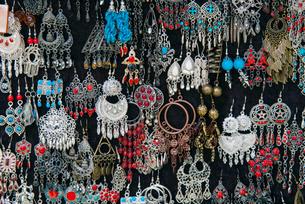 Earrings for sale, Sidi Bou said, Tunisiaの写真素材 [FYI03777035]