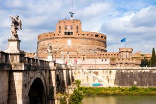 Castel Sant'Angelo, Ponte Sant'Angelo and Tiber River, Rome, Lazioの写真素材 [FYI03777090]