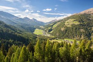 Santa Maria village, Umbrail Pass, Mustair Valley, Canton of Grisons (Graubunden)の写真素材 [FYI03777170]