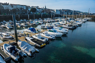 Sport boat harbour in Saint Peter Port, Guernsey, Channel Islandsの写真素材 [FYI03777322]
