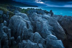 Punakaiki, Pancake Rocks, West coast, North Island, New Zealandの写真素材 [FYI03777499]