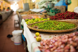 Chillies in market in Pulua Weh, Sumatra, Indonesia, Southeast Asiaの写真素材 [FYI03777536]