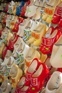 Clogs on display in a tourist shop, Amsterdam, The Netherlandsの写真素材 [FYI03777621]