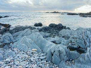 Sea bleached rocks, Isle of Colonsay, Inner Hebrides, Scotlandの写真素材 [FYI03777632]