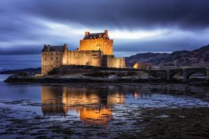 Eilean Donan (Eilean Donnan) Castle, Dornie, Highlands Region, Scotlandの写真素材 [FYI03777709]