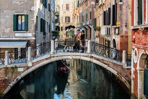 The canals of Castello in Venice, Venetoの写真素材 [FYI03777740]