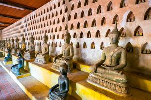 Buddha statues inside Wat Si Saket (Wat Sisaket) temple, Vientiane, Laos, Indochina, Southeast Asiaの写真素材 [FYI03777785]