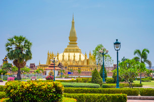 Pha That Luang golden stupa, Vientiane, Laos, Indochina, Southeast Asiaの写真素材 [FYI03777793]