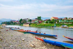 Nam Song River in Vang Vieng, Vientiane Province, Laos, Indochina, Southeast Asiaの写真素材 [FYI03777795]