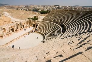 South Theatre, Jerash (Gerasa) a Roman Decapolis city, Jordan, Middle Eastの写真素材 [FYI03777928]
