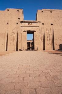 Entrance, Horus Temple, Edfuの写真素材 [FYI03778015]