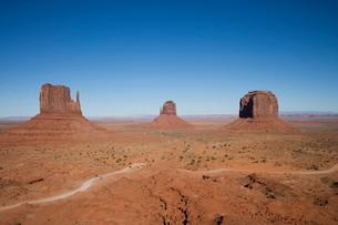 Monument Valley Navajo Tribal Park, Utah Arizona border'の写真素材 [FYI03778042]