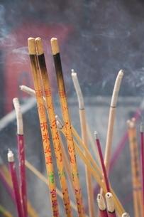 Incense sticks, Lama Temple, Beijingの写真素材 [FYI03778131]