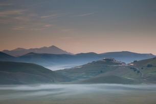 Castelluccio di Norcia, Norcia, Umbriaの写真素材 [FYI03778352]