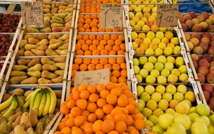 Fruit for sale, Padova, Venetoの写真素材 [FYI03778405]