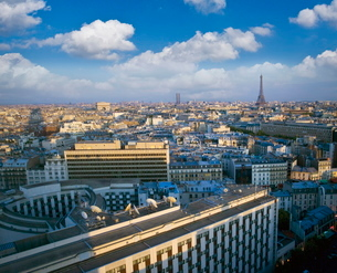 City with Eiffel Tower in distance, Parisの写真素材 [FYI03778409]