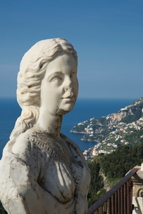Statue on the Infinity Terrace, Villa Cimbrone, Ravello, Amalfi Coast, Campaniaの写真素材 [FYI03778561]