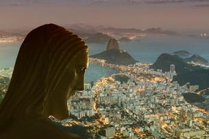 Head of statue of Christ the Redeemer, Corcovado, Rio de Janeiro, Brazilの写真素材 [FYI03778624]