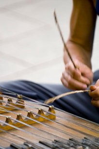 Street musician playing instrument, Kunming, Yunnanの写真素材 [FYI03778896]