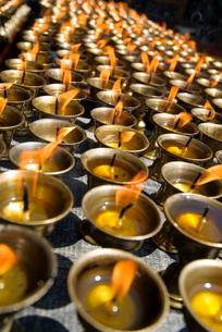 Prayer candles, Nanwu Temple, Kangding, Sichuanの写真素材 [FYI03778897]
