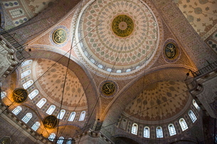 Ornate interior of the New Mosque, Istanbul, Turkeyの写真素材 [FYI03778916]