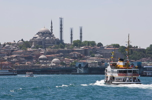 Ferry boat on Bosphorus with the Suleymaniye Mosque in the distance, Istanbul, Turkeyの写真素材 [FYI03778917]