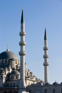 Minarets and dome of the New Mosque, Istanbul, Turkeyの写真素材 [FYI03778919]