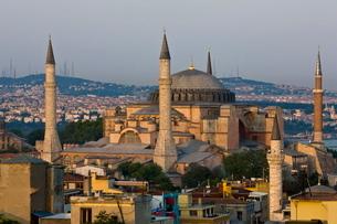 Hagha Sophia in evening light, Istanbul, Turkeyの写真素材 [FYI03778922]