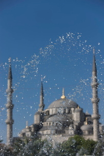 Fountain in front of the Blue Mosque, Istanbul, Turkey, Western Asiaの写真素材 [FYI03778926]