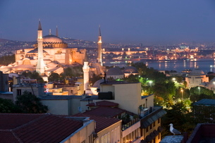 Evening light view of Haghia Sophia Mosque, Istanbul, Turkeyの写真素材 [FYI03778927]