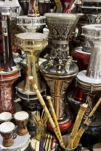 Musical instruments for sale, Grand Bazaar (Great Bazaar), Istanbul, Turkeyの写真素材 [FYI03778930]