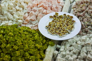 Traditional Turkish Delight for sale, Spice Bazaar, Istanbul, Turkey, Western Asiaの写真素材 [FYI03778941]