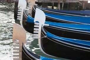 Gondolas moored in St. Mark's Basin, Venice, Venetoの写真素材 [FYI03778975]