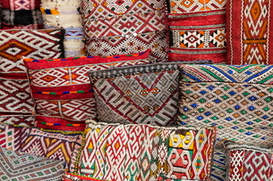 Traditional colourful Moroccan cushions for sale in the souks, Marrakechの写真素材 [FYI03779013]