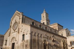 Matera Cathedral dominates the Sassi area of Matera, Basilicataの写真素材 [FYI03779039]