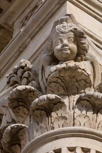 Decoration on Basilica di Santa Croce in the baroque city of Lecce, Pugliaの写真素材 [FYI03779054]