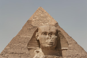 The Sphinx and the Pyramid of Khafre in Giza, near Cairoの写真素材 [FYI03779189]