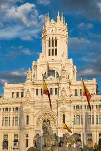 Fountain and Cybele Palace, formerly the Palace of Communication, Plaza de Cibeles, Madridの写真素材 [FYI03779275]