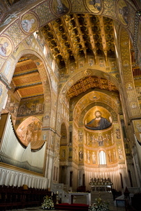 Altar, interior of the cathedral, Monreale, Palermo, Sicilyの写真素材 [FYI03779413]
