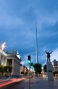 O'Connell Street, General Post Office, Monument of Light (The Spike), and Jim Larkin statue in the eの写真素材 [FYI03779460]