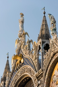St. Mark and angels, detail of the facade of Basilica di San Marco (St. Mark's Basilica), St. Mark'sの写真素材 [FYI03779465]