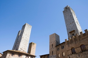 Wide view of towers in San Gimignano, Tuscanyの写真素材 [FYI03779488]